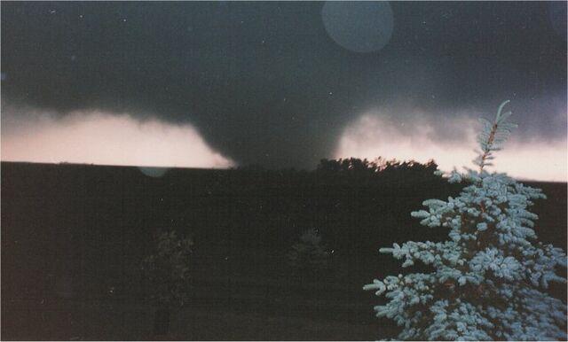 File:16 June 1992 Chandler tornado.jpg