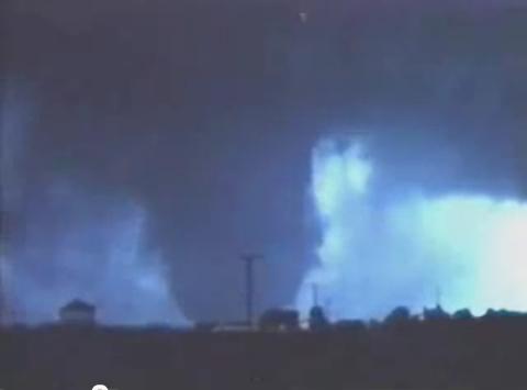 File:Jordan Iowa Anticyclonic F-3 Tornado.png