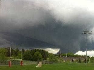 File:Minneapolis Tornado 2.jpg