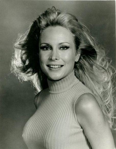 Elisabeth shue sexy pictures-1037