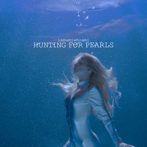 File:iamamiwhoami; hunting for pearls.jpg
