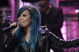 O-DEMI-LOVATO-BLUE-HAIR-570-1