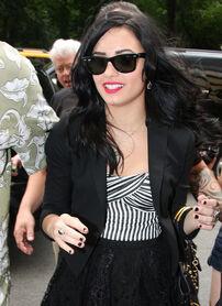 Demi+Lovato+Classic+Sunglasses+Wayfarer+Sunglasses+LPVJqZbIqsal