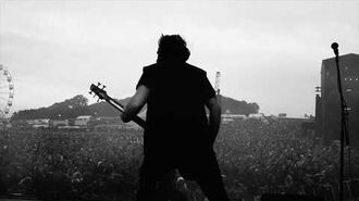 Dan Pugsley (Skindred) with his Ibanez SRMS805 multi-scale bass at Download 2019
