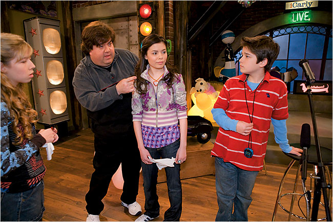 drake bell and miranda cosgrove dating 2012 Miranda cosgrove plays the series' opening theme song i found a way is written by drake bell and josh finds out that corey is actually dating another.