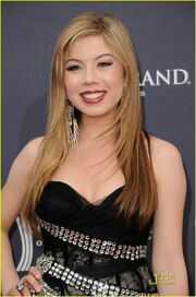 Jennette-mccurdy-acm-awards-09