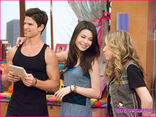 ICarly-iHire-An-Idiot-Stills-8
