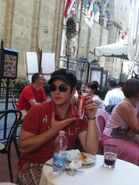 Nathan-at-a-cafe-in-Firenze-nathan-kress-24067425-550-733