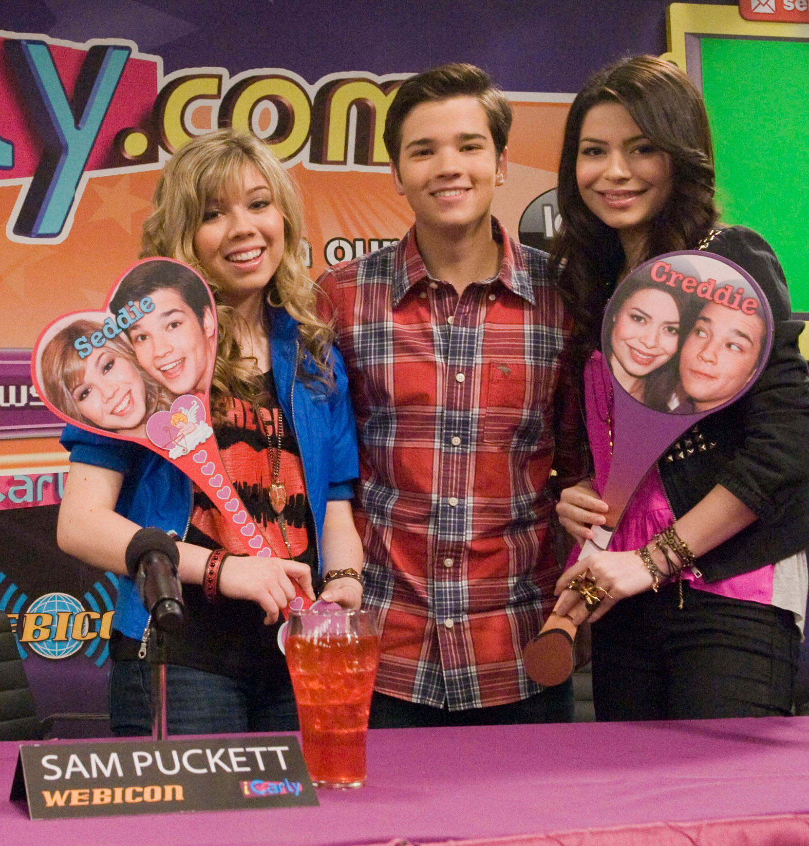 La Guerra De Los Fans Icarly Wiki Fandom Powered By Wikia