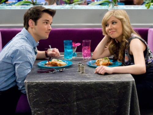 sam iz icarly dating