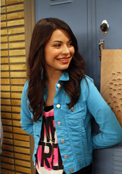Miranda-cosgrove-as-carly-shay-in-the-episode-igoodbyelove-is-free-tank-forever-21-price-12-80