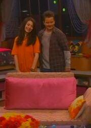ICarly S04E01-iGot a Hot Room.HDTV-(030523)09-20-19-