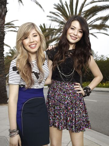 File:Sam Puckett and Carly Shay 04.jpg