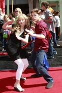 Jathan-Jennette-and-Nathan-jennette-mccurdy-9508784-199-300