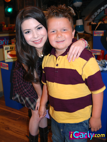 Guppy Icarly 2015