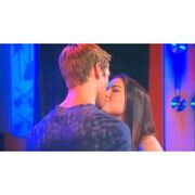 Jogan fist kiss!!