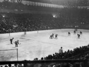 15Dec1925-Burch Morenz MSG opening faceoff