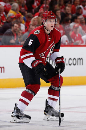 Connor Murphy Coyotes 2016.jpg