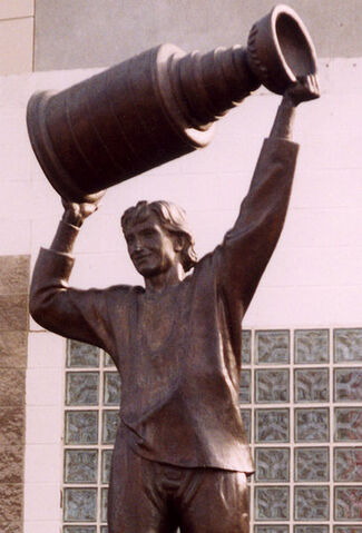 File:Gretzky statue cropped.jpg
