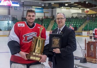 Braeden Ostepchuk accepting Top Goaltender Award
