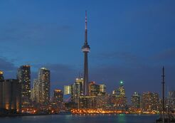 800px-Toronto - ON - Skyline bei Nacht