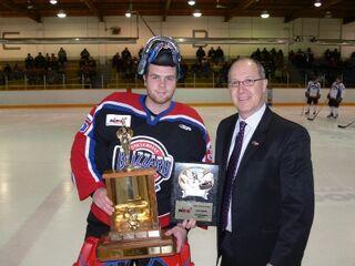 Matt Krahn accepting Top Goaltender award