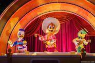 Gran-Fiesta-Tour-Starring-The-Three-Caballeros Full 26131