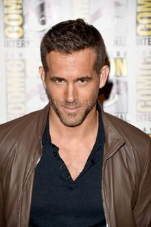 Ryan-reynolds-at-20th-century-fox-press-line-at-comic-con-in-san-diego-07-11-2015 6