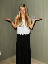 Olivia holt 2012 photo shoot picture 3 surprised face