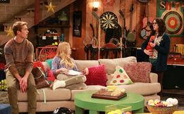 Lindy & Logan Get Psyched!