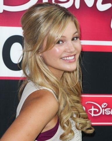 File:Olivia at Radio Disney.jpg