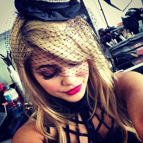 File:Olivia Holt Wearing a Hat and Pink Lipstick.jpg