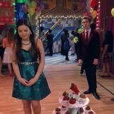 Logan stares at Jasmine like he's in love! XD