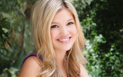 File:Olivia Holt Green Background.jpg