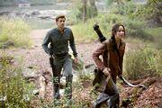 Gale i Katniss na polowaniu w Dystrykcie 13