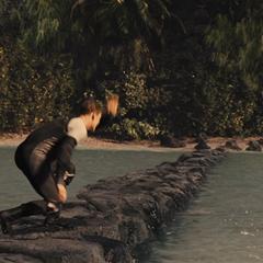 Gloss postrzelony w łydkę przez Katniss.