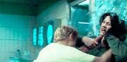 Peeta duszący Katniss