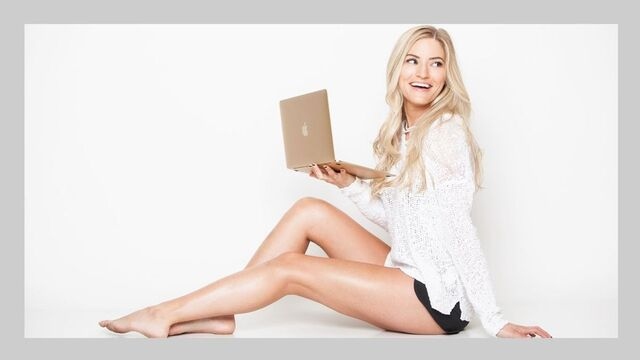 File:Ijustine-macbook.jpg