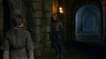 Arya parla con Jaqen