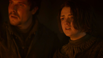 Gendry e Arya baciata dal fuoco