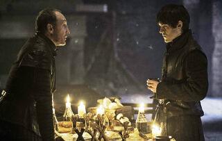 Roose e Ramsay pianificano contro Stannis