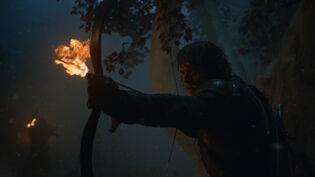 Theon difende Bran S8