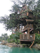 450px-HK Disneyland tree house by Dave Q