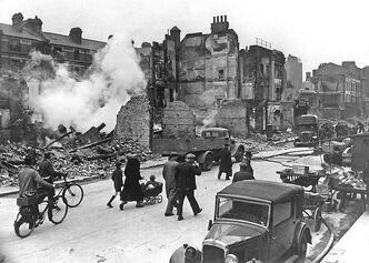 800px-LondonBombedWWII full