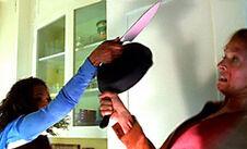 14----Knife-vs-Pan