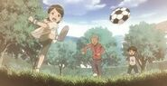 Silvia ,eric et bob jouent au foot