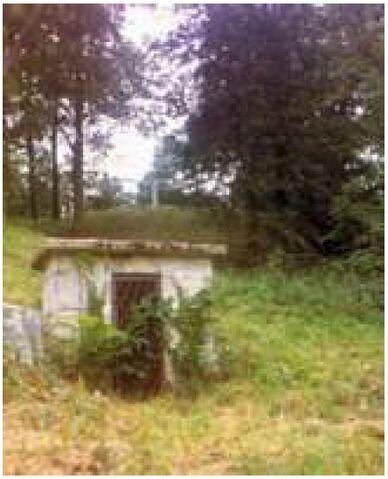 File:Above ground tomb behind elmhurst.jpg