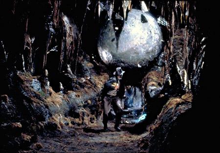 Los cazadores del arca perdida indiana jones wiki fandom powered indy es perseguido por la piedra gigante gumiabroncs Gallery