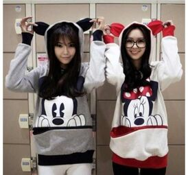 H97woq-l-610x610-sweater-mickey mouse-minnie mouse-bestfriends-cute-cute sweaters-ears-red-black-twins
