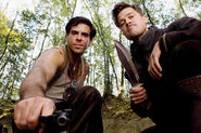 Inglourious Basterds Behind the scenes Eli Roth with a gun and Brad Pitt with his knife